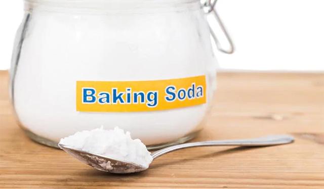 Trị mụn lưng bằng baking soda
