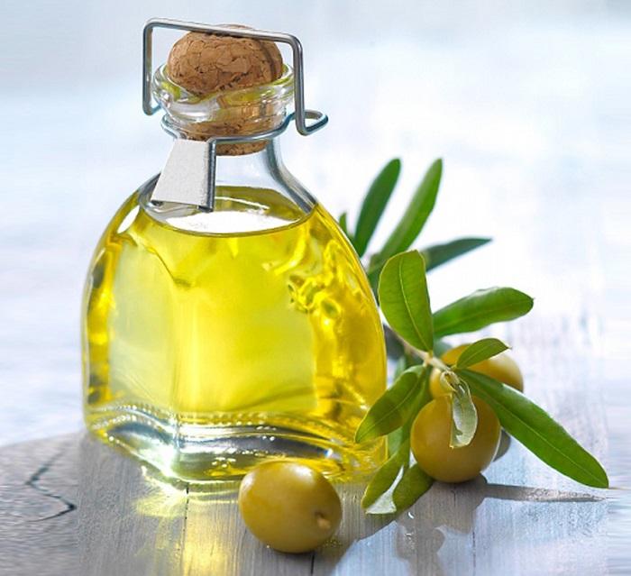 phục hồi tóc khô xơ bằng dầu ô liu