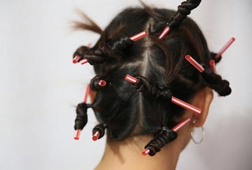 Làm tóc xoăn bằng ống hút