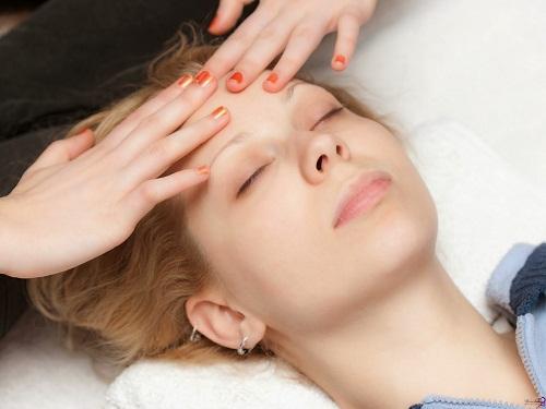 Massage vùng trán
