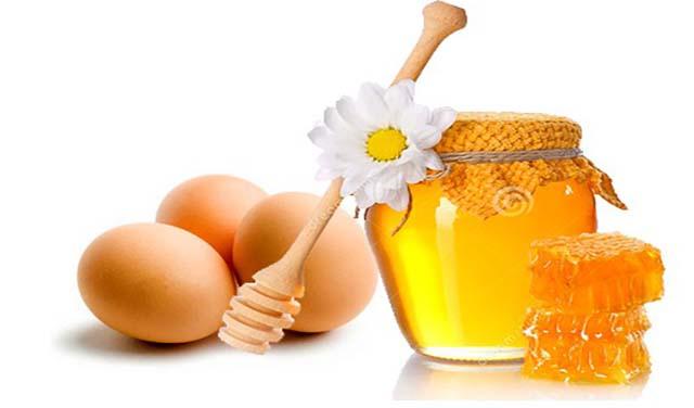 ủ tóc bằng trứng gà mật ong