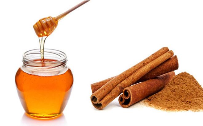 Trị mụn lưng bằng bột quế và mật ong