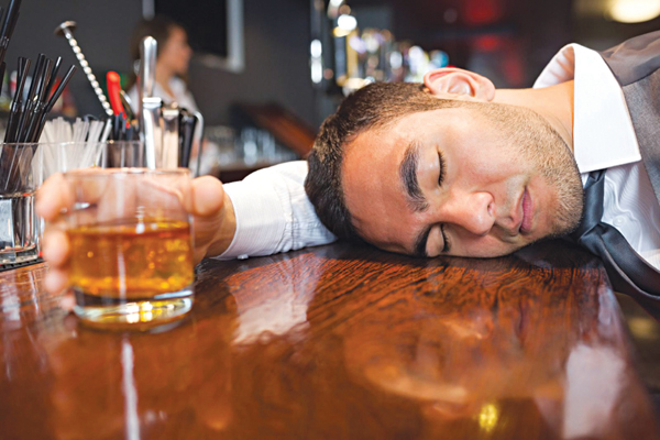 Tại sao trước khi cấy tóc, bạn không được uống rượu bia?