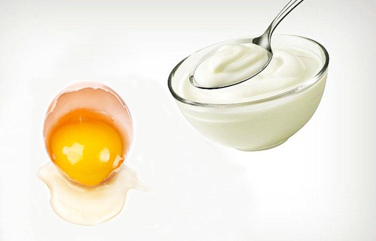 ủ tóc bằng trứng gà sữa chua