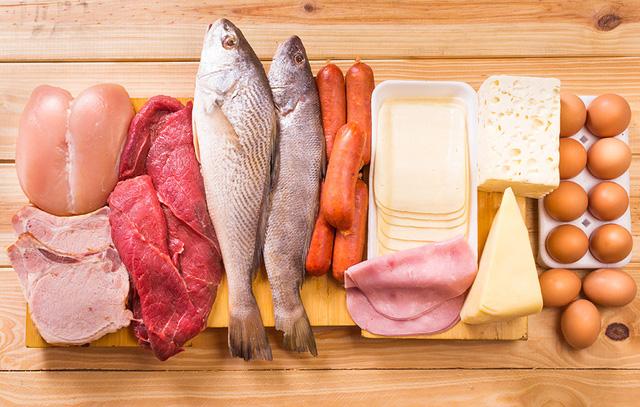thịt cá có chất phục hồi lông mi hư tổn