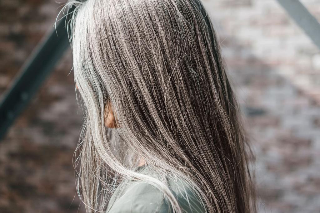 Tóc bạc có thể hồi phục được không?