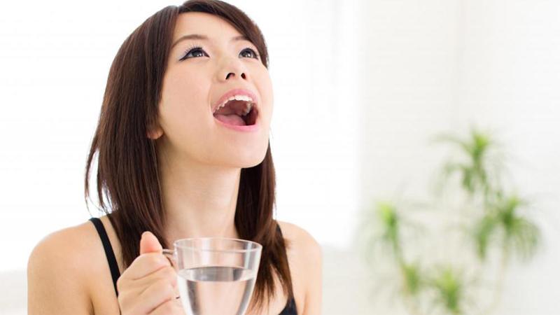 Tự pha nước súc miệng
