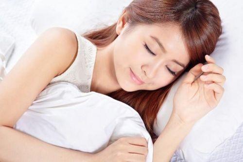 Mẹo xếp tóc trước khi ngủ với tóc thẳng